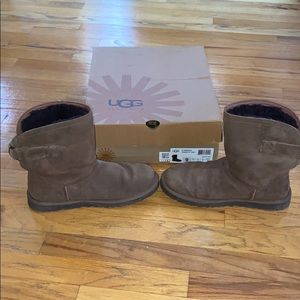 Used w/box Brown Ugg remora boots size 9